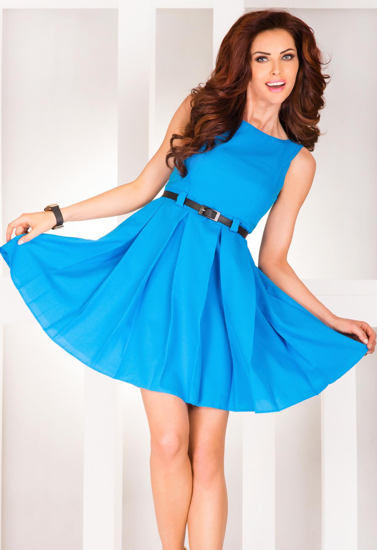 Dámske spoločenské šaty FOLD so skladmi a opaskom stredne dlhé modré - Modrá / S - Numoco modrá S