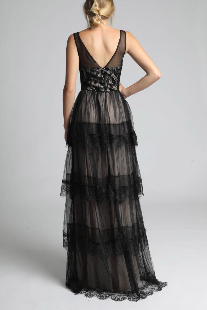 Dámske plesové šaty šoky soka s výstrihom do V a volániky béžovo-čierne dlhé - Čierno-biela / L - šoky & soka L