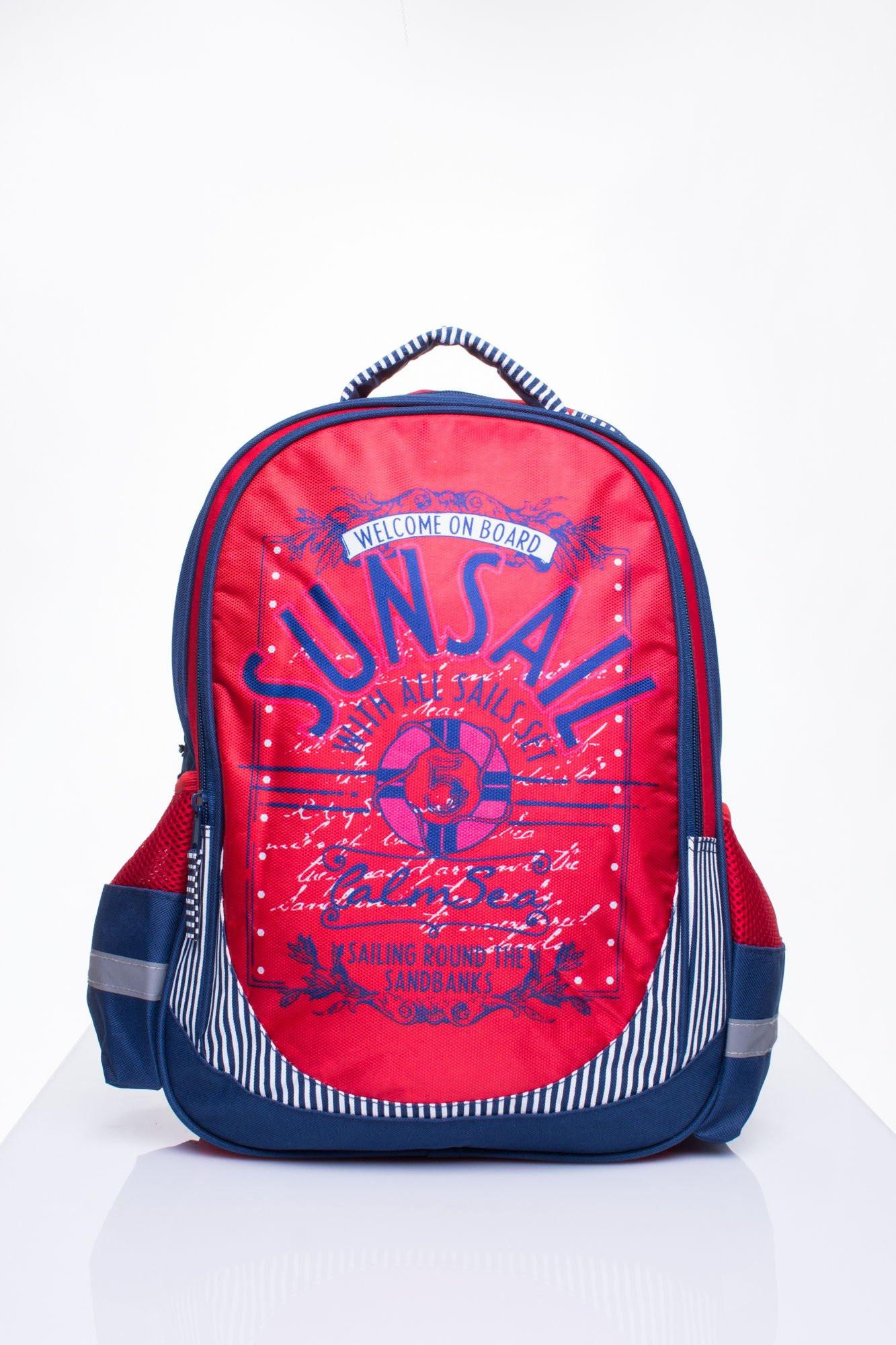 Červený školský batoh s motívom plavby one size