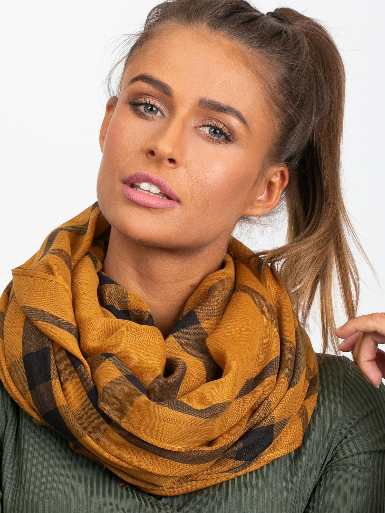 Světle hnědý kostkovaný šátek ONE SIZE