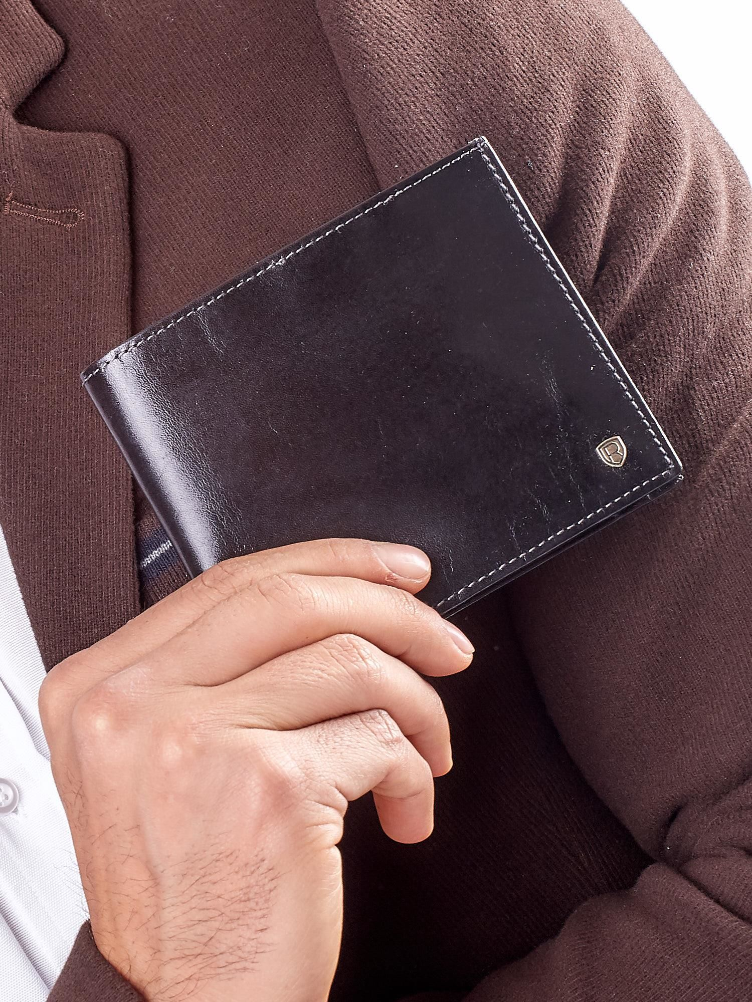 Elegantná malá čierna kožená peňaženka univerzální