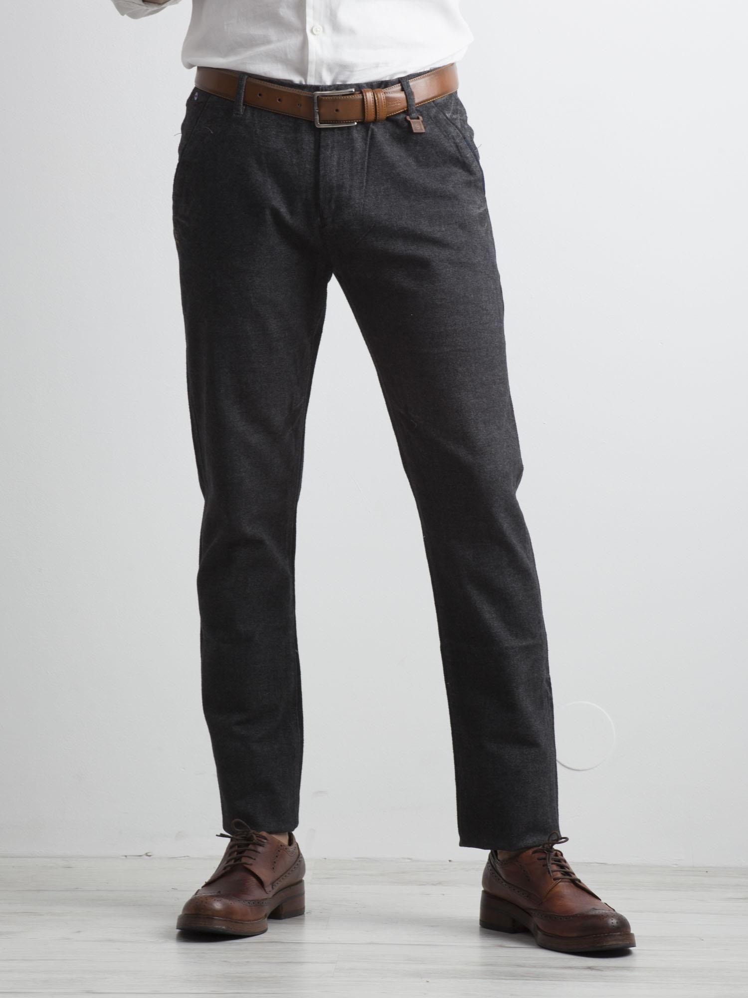 Pánske tmavo šedé látkové nohavice 29