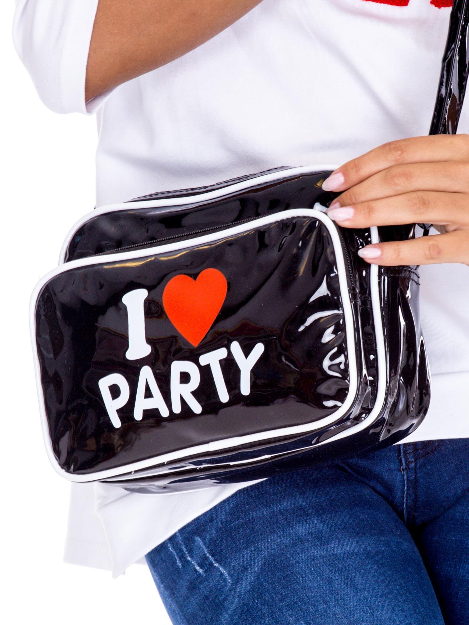 Černá lakovaná kabelka s nápisem ONE SIZE