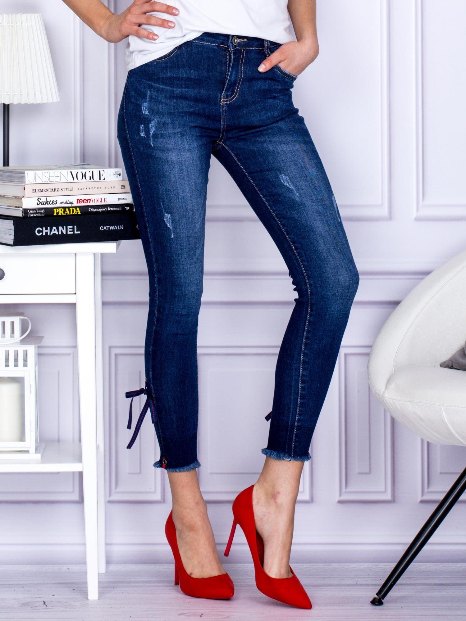 Tmavo modré džínsové džínsy sa stužkami 34