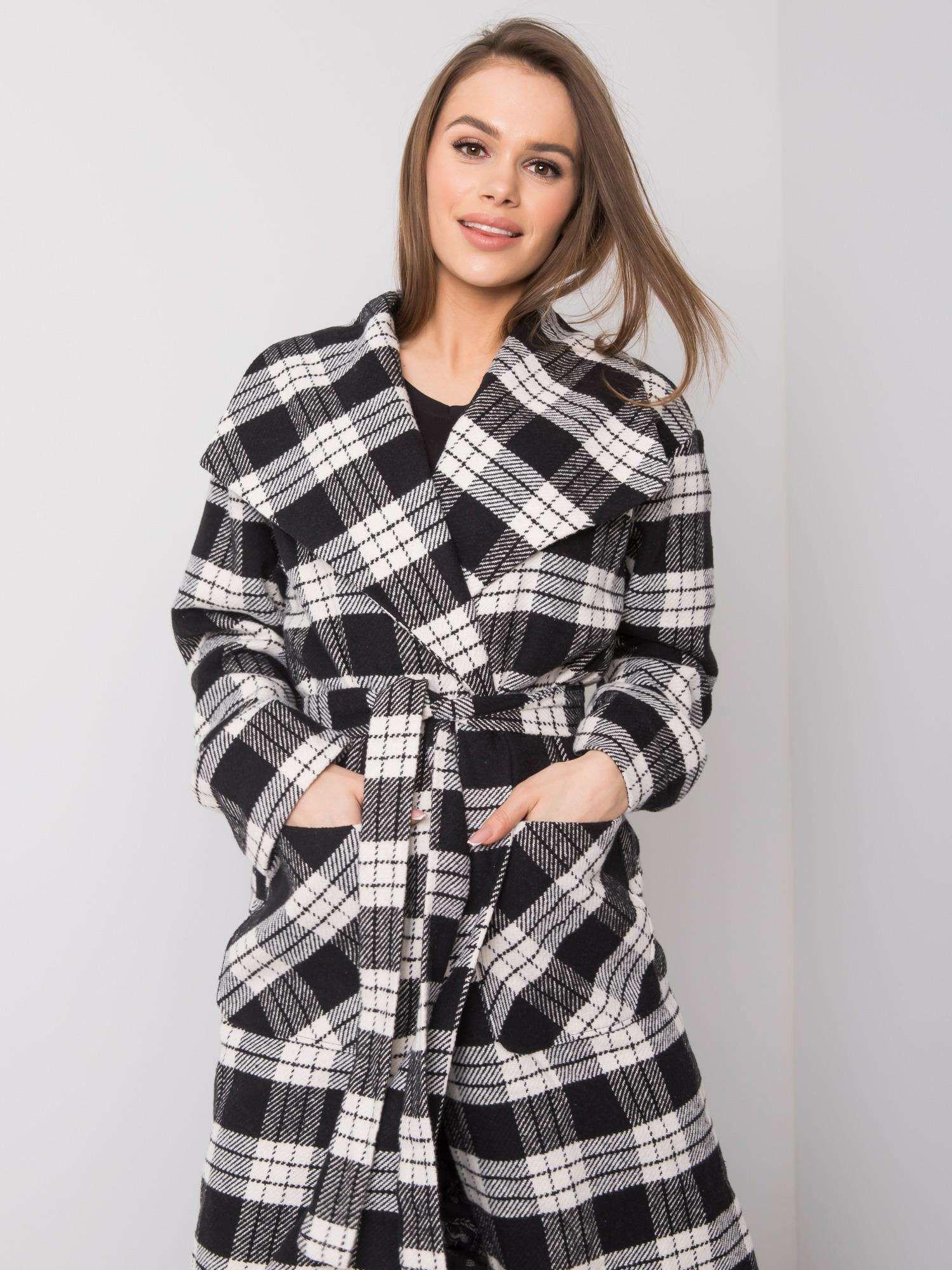 Dlhý čierny a biely kockovaný plášť 36