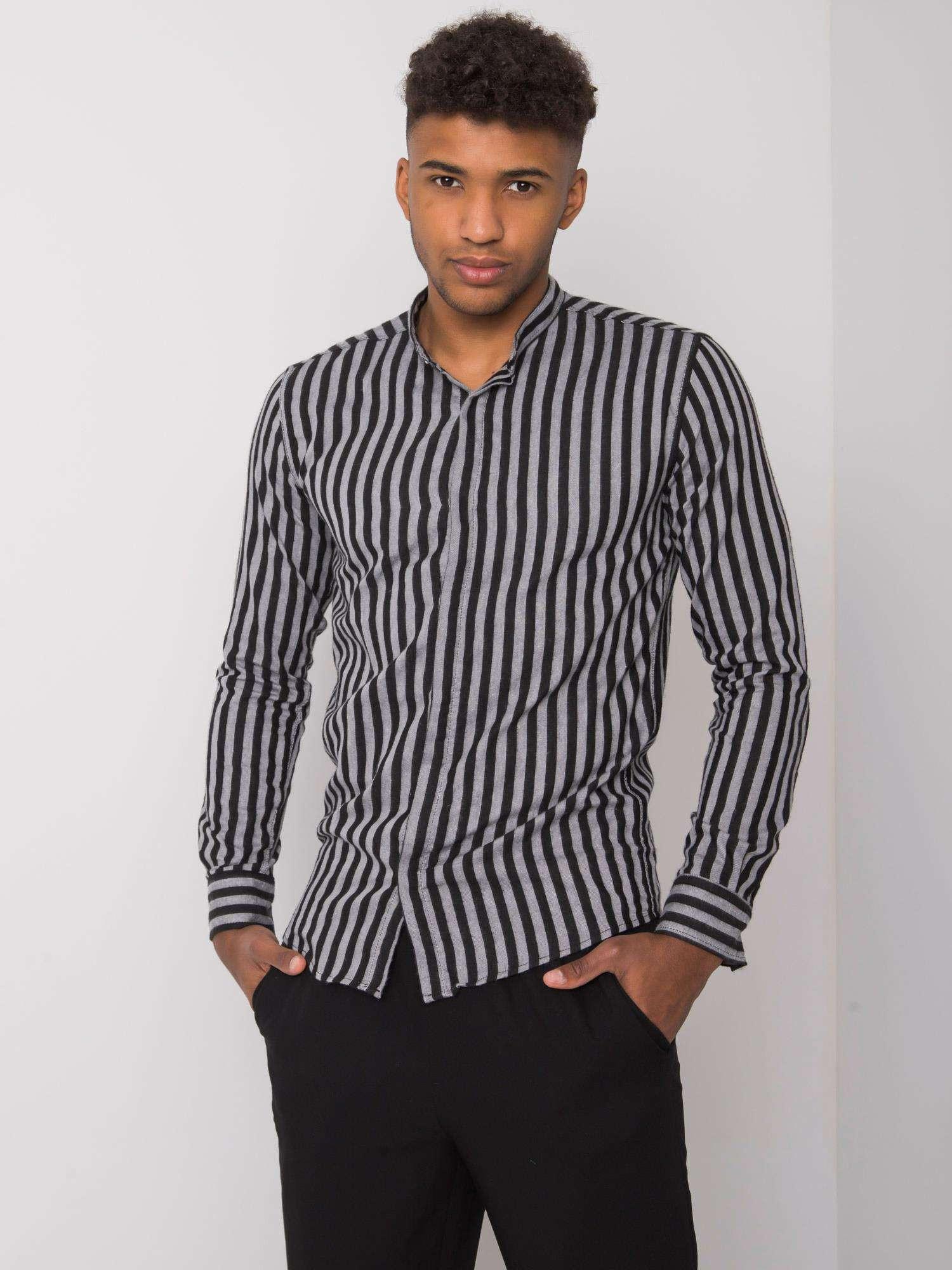 Šedej a čiernej pruhované pánske tričko L