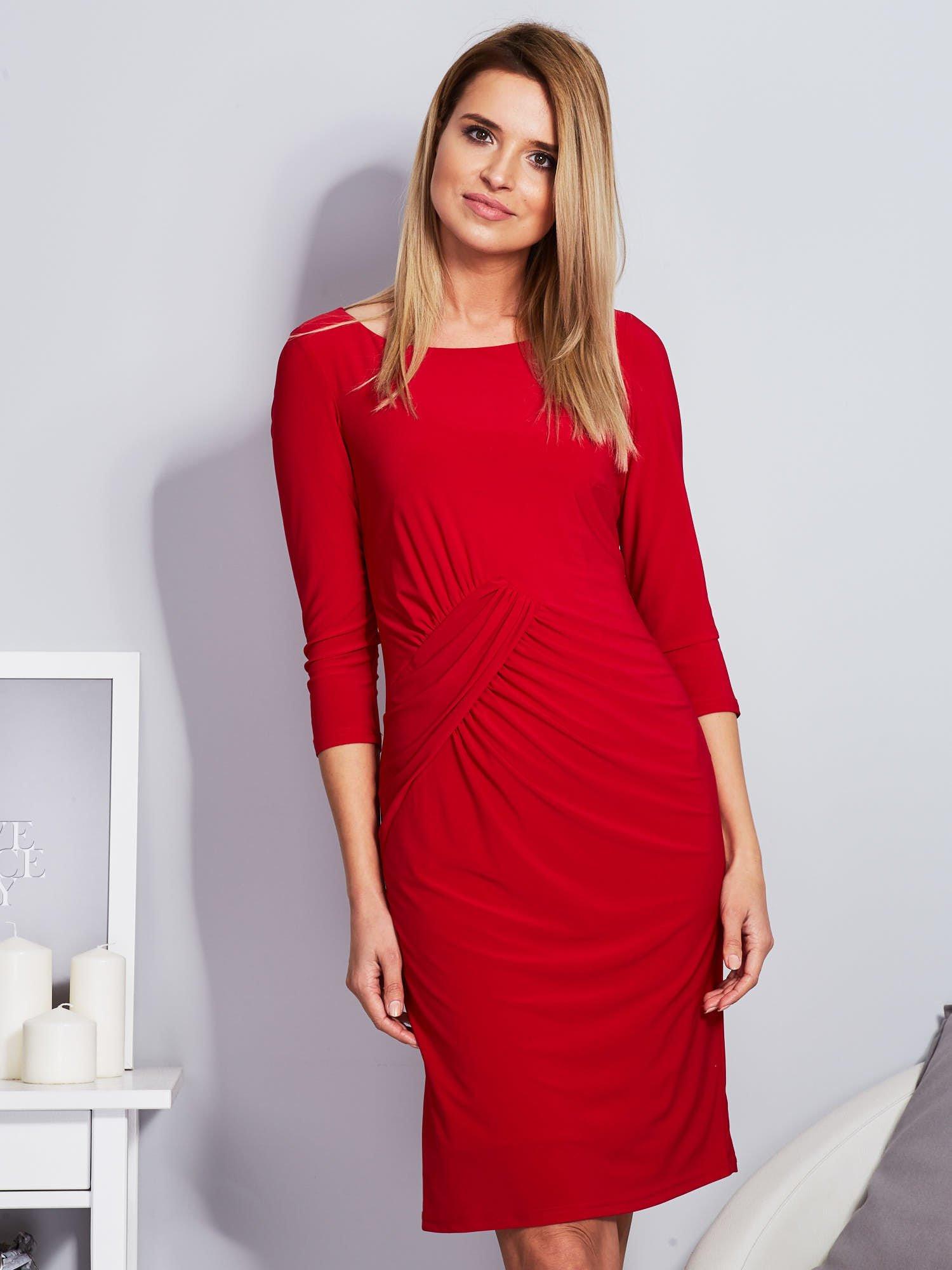 Červené dámske šaty so závesmi 40