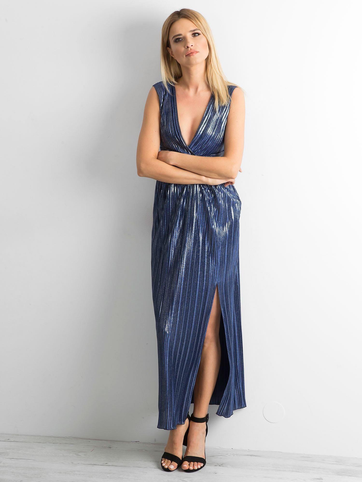 Dlouhé skládané šaty lesklé tmavě modré barvy 34