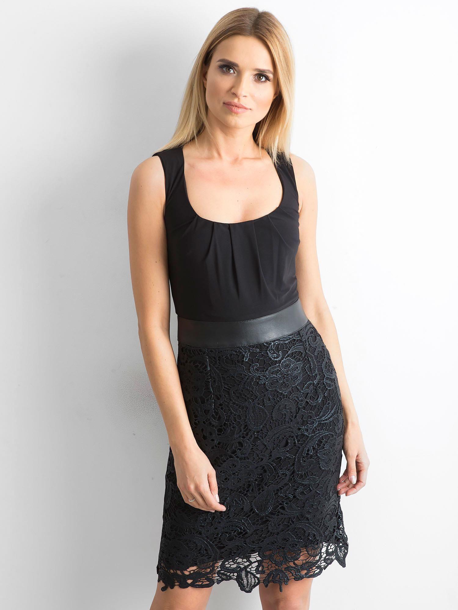 Čierne šaty s čipkou 36