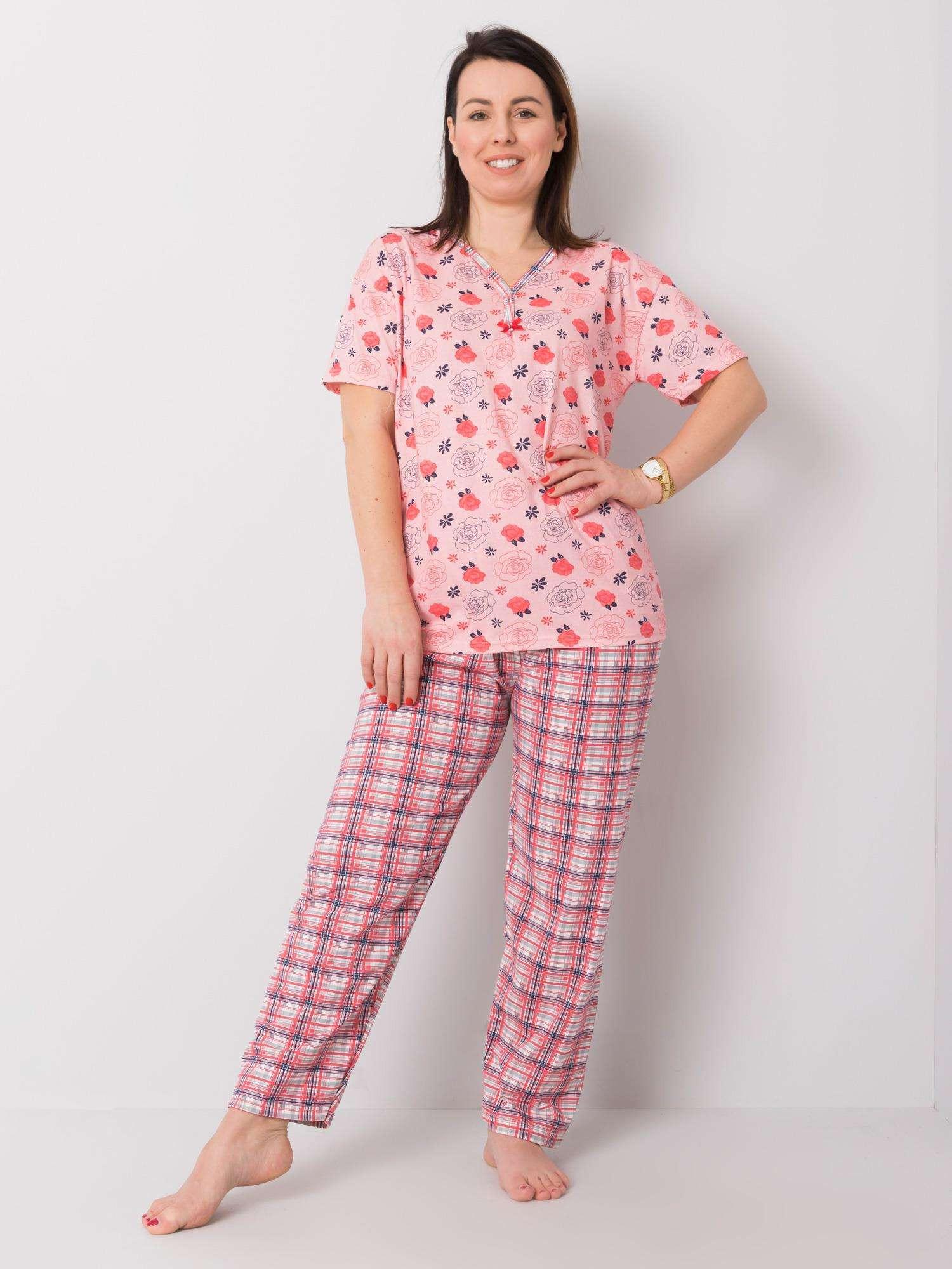 Ružové pyžamo plus veľkosti sa vzormi XL