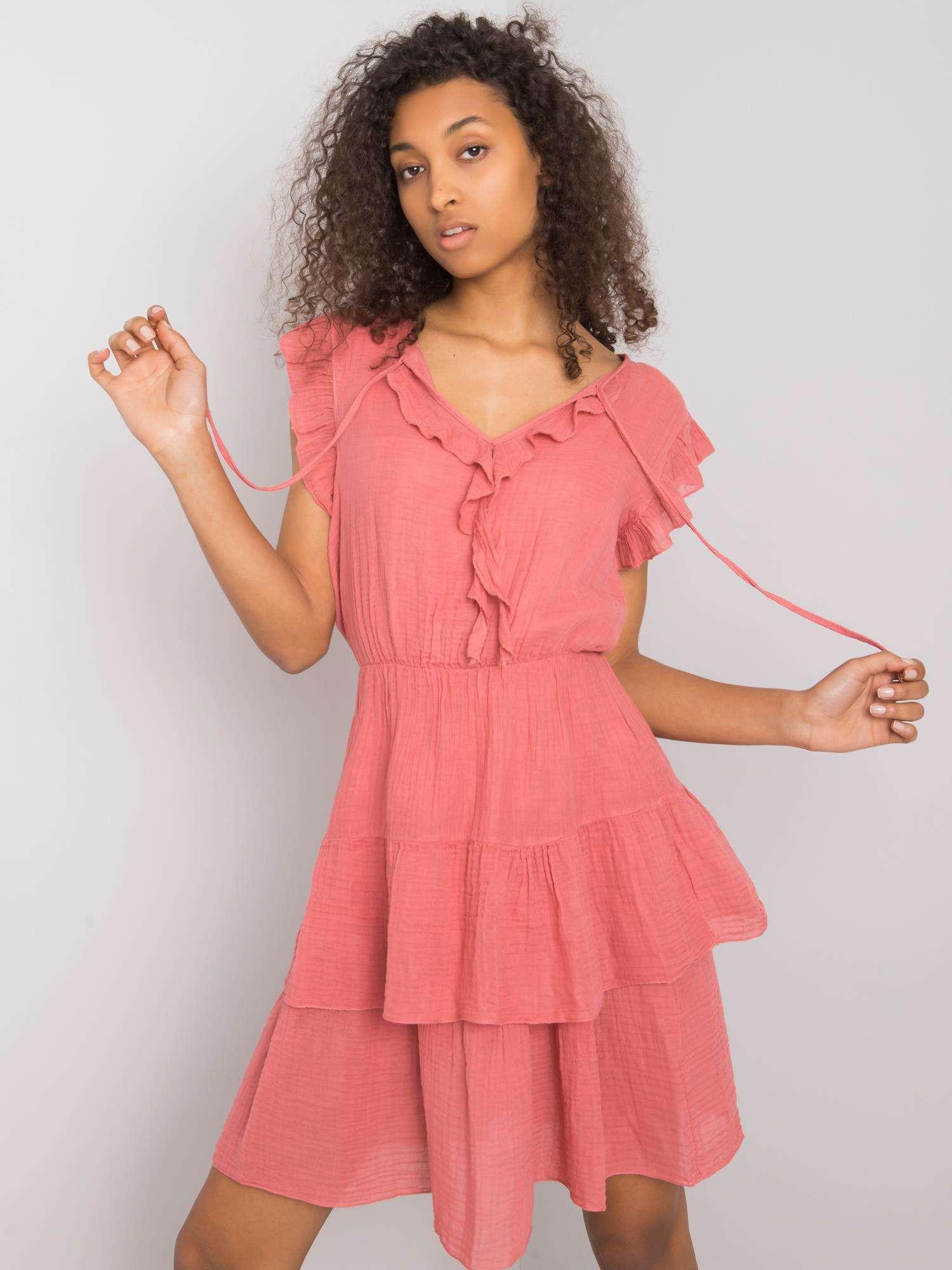 OCH BELLA Ružové svetlé šaty s volánikmi L