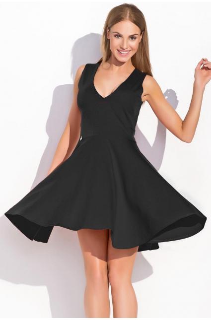 Slušet vám budou i šaty projmuté pod prsy a ještě více letní šaty s áčkovou  sukní. Čemu se rozhodně vyhněte 9469d5e2c3